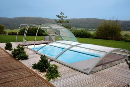 Montage d'un abri bas de piscine