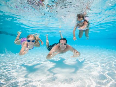 Piscine hors-sol ou piscine enterrée ? Le guide pour choisir