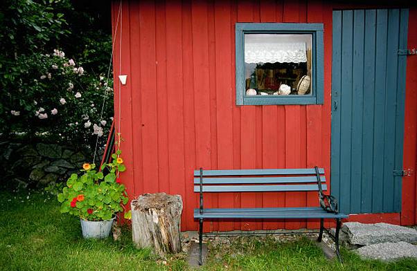 abri-jardin-bois-rouge-gris