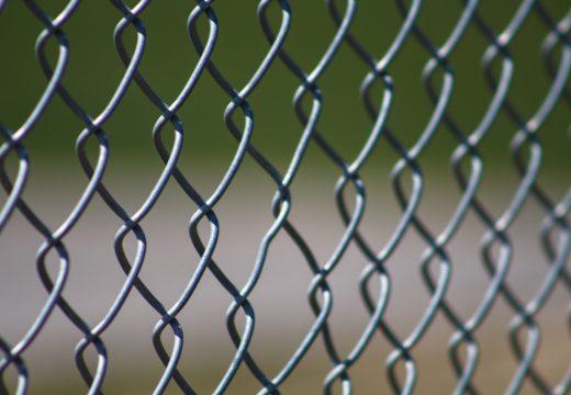 Comment poser une clôture en grillage ?